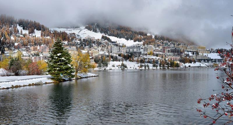 Meer St Moritz met in de herfst stock foto