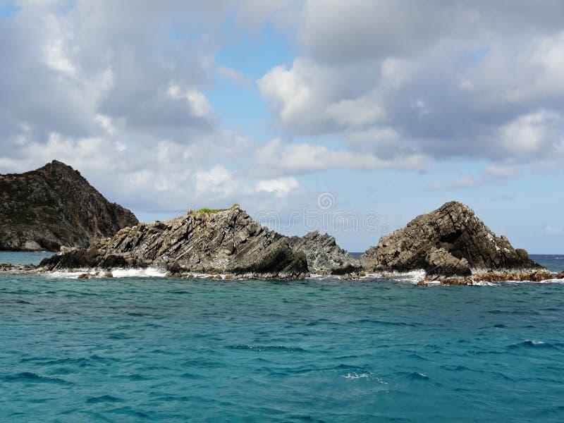 Meer stapelt vor der Küste von St Martin stockbild
