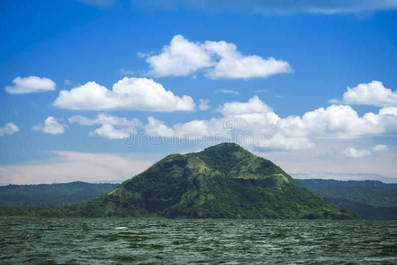 Meer taal vulkaan tagaytay Filippijnen stock foto's