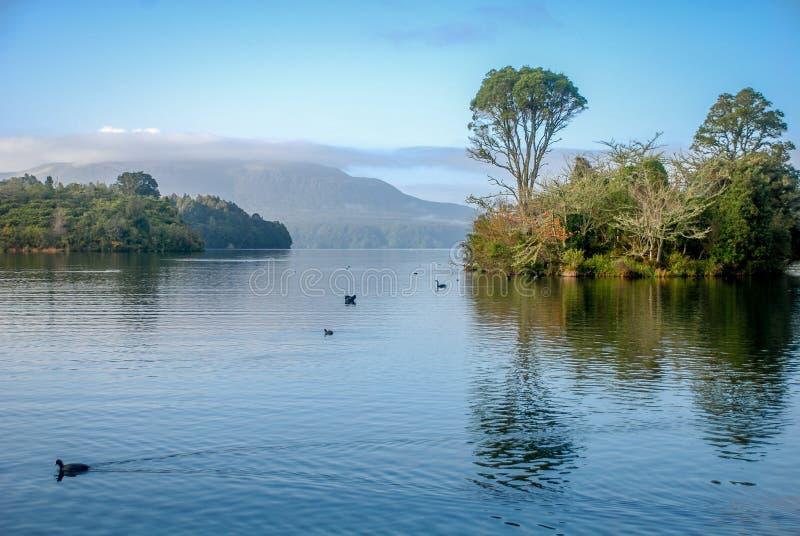 Meer Tarawera, Noord-Nieuw Zeeland stock fotografie
