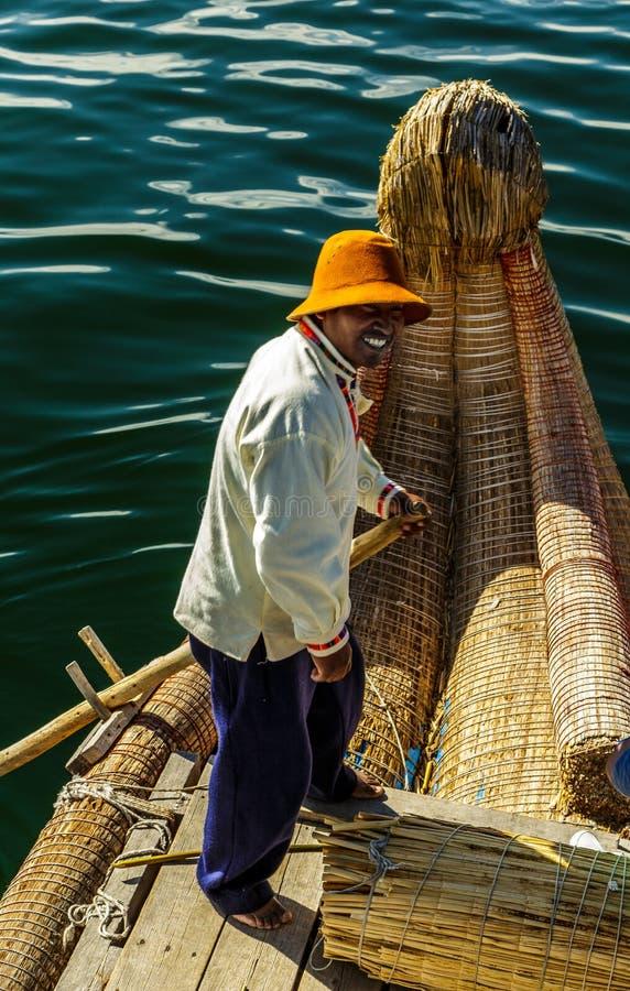 Meer Titicaca die, Uros-eiland, mens, Peru glimlachen royalty-vrije stock fotografie