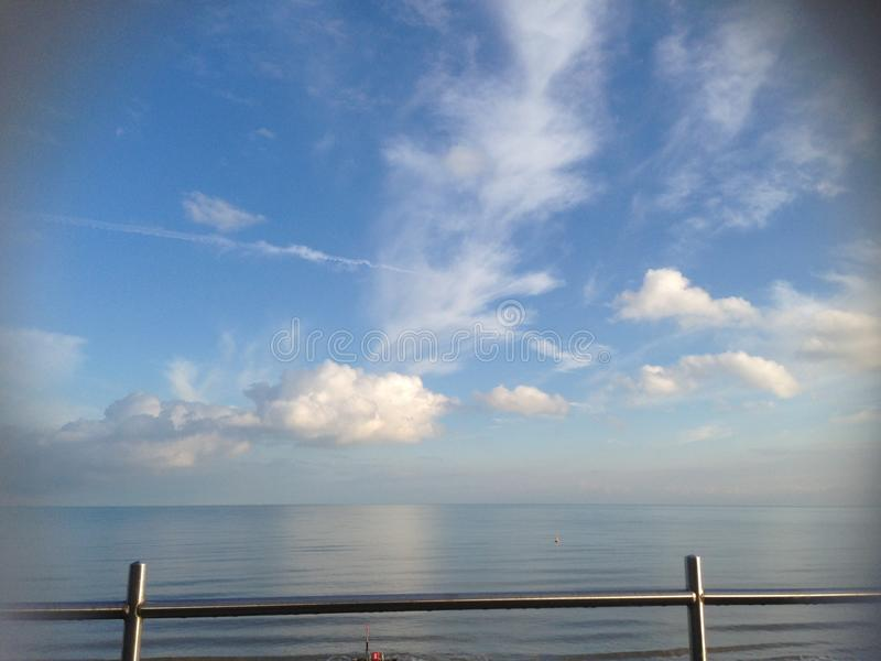 Meer trifft Himmel lizenzfreies stockbild
