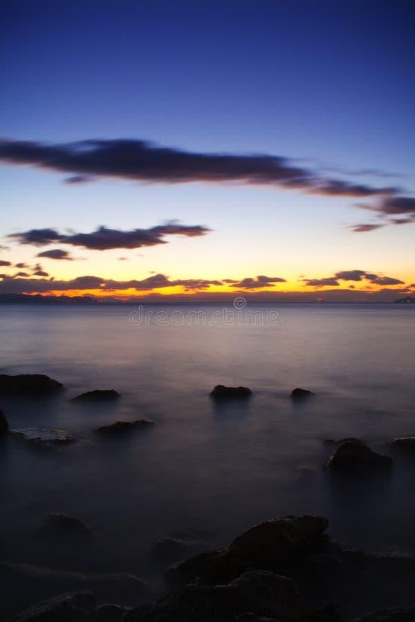 Meer und drastischer Himmel stockbild