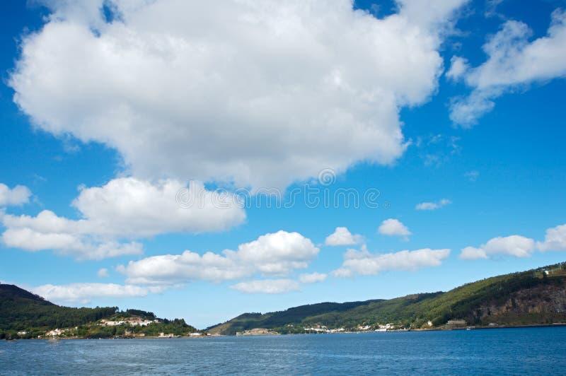 Meer und Himmel vektor abbildung