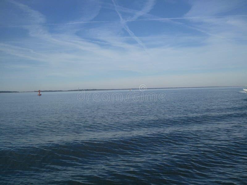 Meer und Himmel lizenzfreie stockfotografie