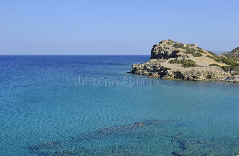 Meer und Ruinen in Kreta, Griechenland lizenzfreies stockbild