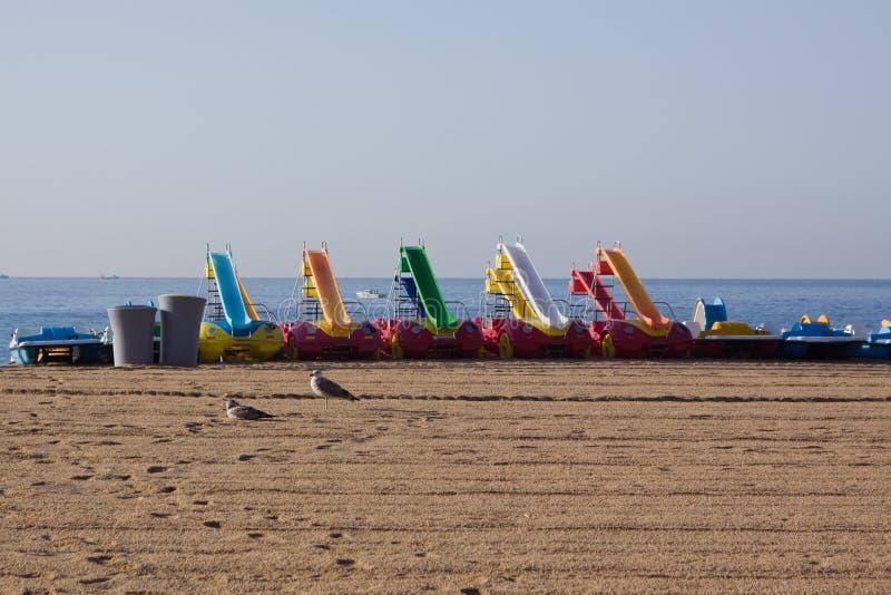 Boote auf Strand lizenzfreie stockfotos