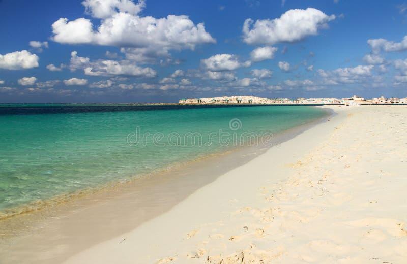 Download Meer und Wolken stockfoto. Bild von braun, himmel, reise - 26363670