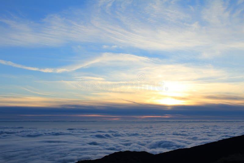 Meer von †‹â€ ‹Wolken auf dem Silvesterabend lizenzfreies stockbild