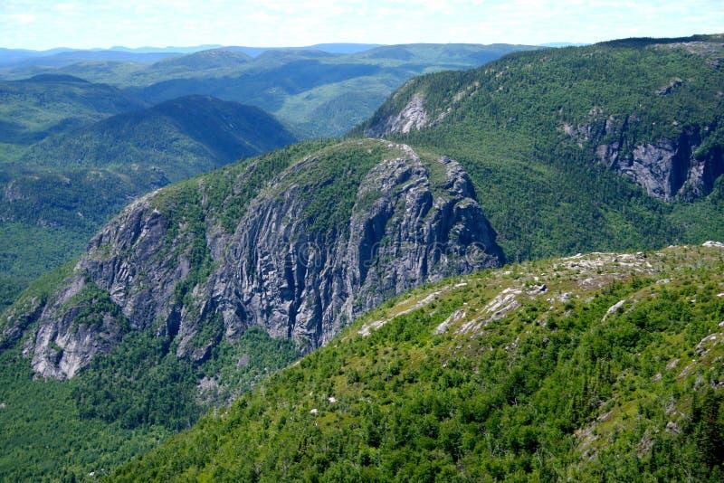 Meer von Bergen stockbild