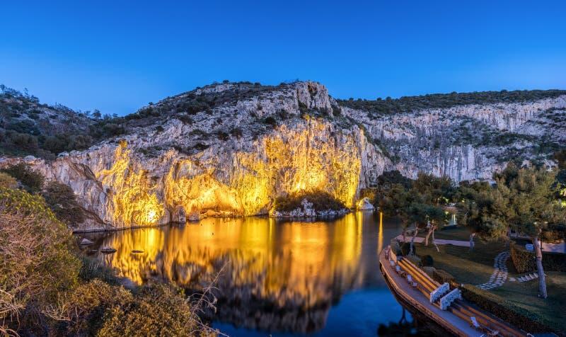Meer Vouliagmeni in Zuid-Athene, Griekenland royalty-vrije stock foto's