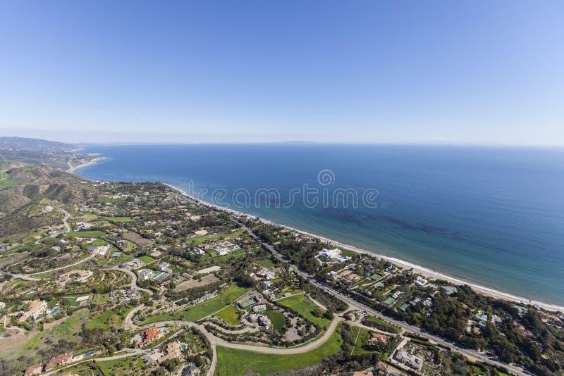 Meerblick-Malibu-Zustände von der Luft stockbild