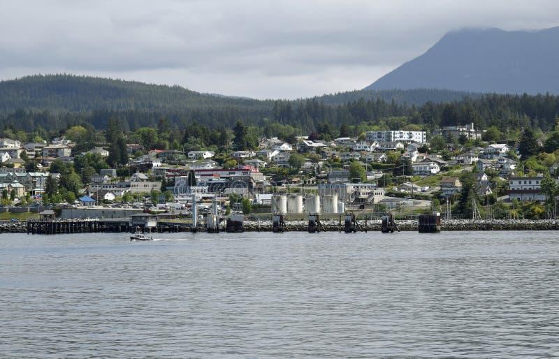 Meerblick in Richtung zum Hafen in Powell River, BC stockfoto