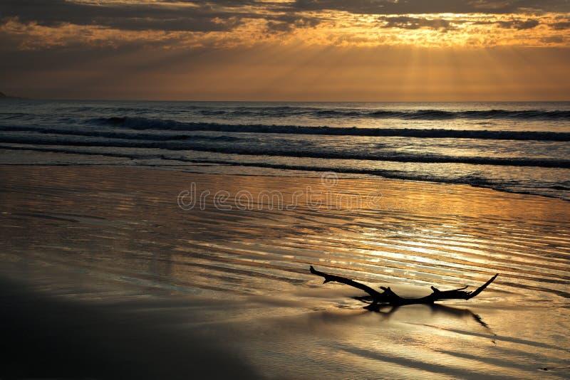 Meerblick am Sonnenaufgang lizenzfreie stockbilder