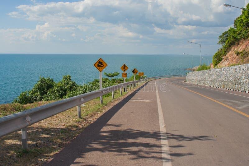 Meerblick-Standpunkt der Straße entlang dem Meer bei Kung Wiman Bay in Chanthaburi-Provinz lizenzfreies stockbild