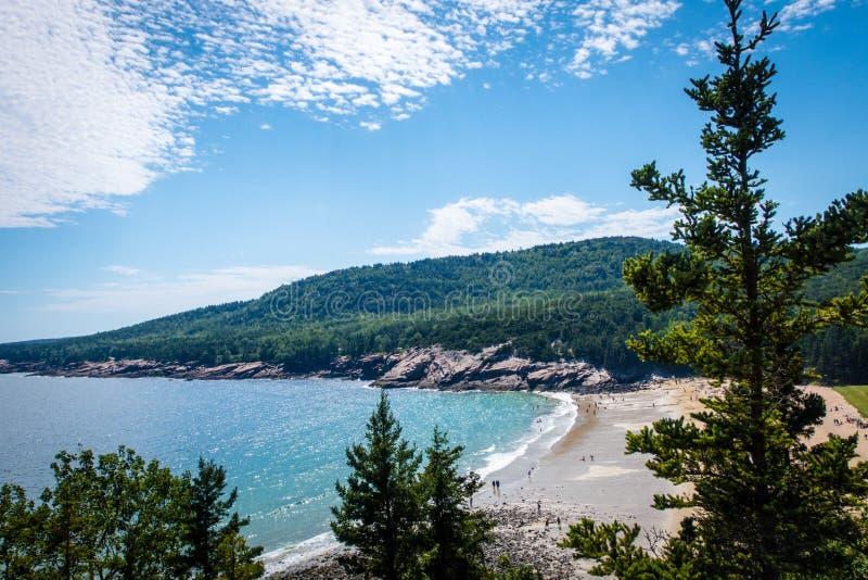 Meerblick von der Klippe im Acadia-Nationalpark lizenzfreie stockfotos
