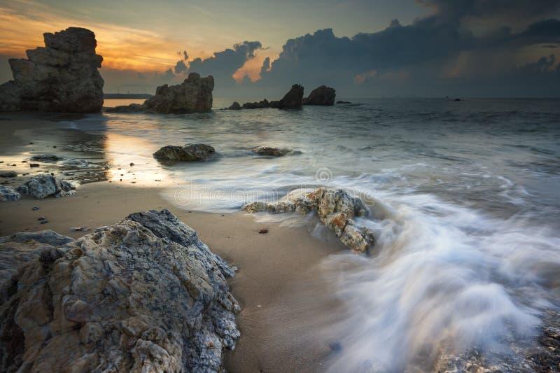Meerblick während des Sonnenuntergangs Schöner natürlicher Meerblick lizenzfreie stockfotografie
