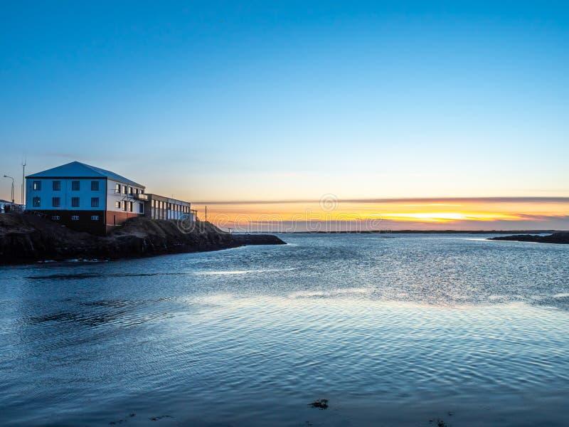 Meerblickansicht in Borganes, Island lizenzfreie stockfotografie