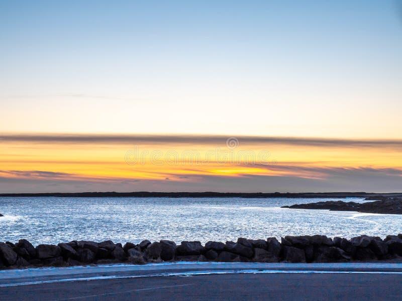 Meerblickansicht in Borganes, Island lizenzfreies stockfoto