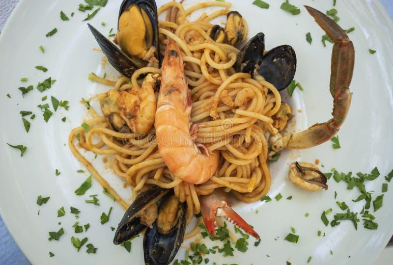 Meeresfrüchte Linguineteller lizenzfreies stockbild