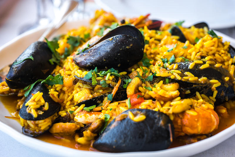Meeresfrüchte Risotto mit Miesmuscheln und Garnele, Griechenland lizenzfreie stockbilder