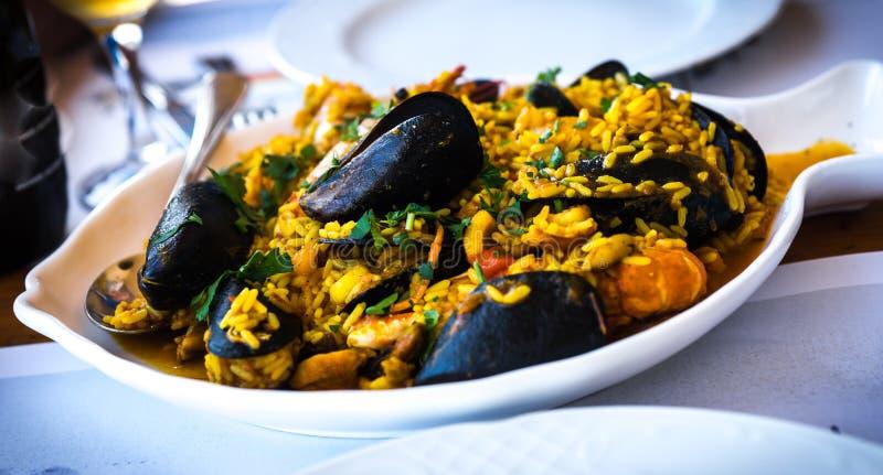 Meeresfrüchte Risotto mit Miesmuscheln und Garnele, Griechenland lizenzfreies stockfoto