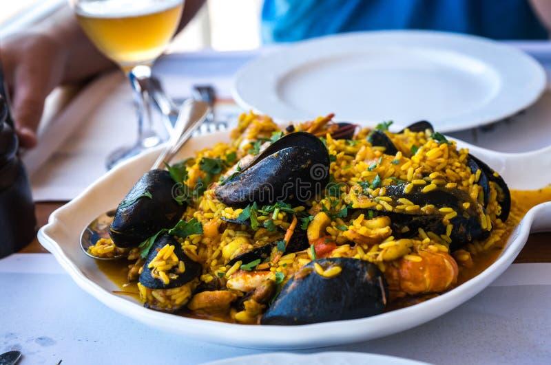 Meeresfrüchte Risotto mit Miesmuscheln und Garnele, Griechenland stockbild