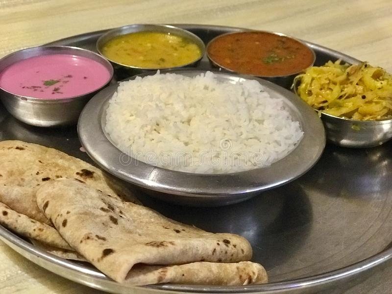Meeresfrüchte Thali, Konkan-Küche lizenzfreies stockfoto