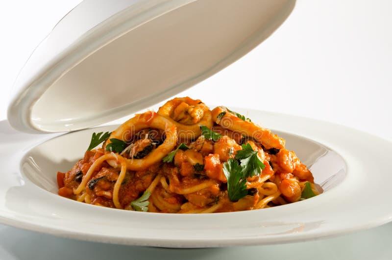 Meeresfrüchtespaghettis lizenzfreie stockfotos