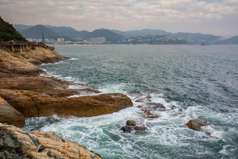 Meereswogespritzen auf dem Riffvideo stockfotos