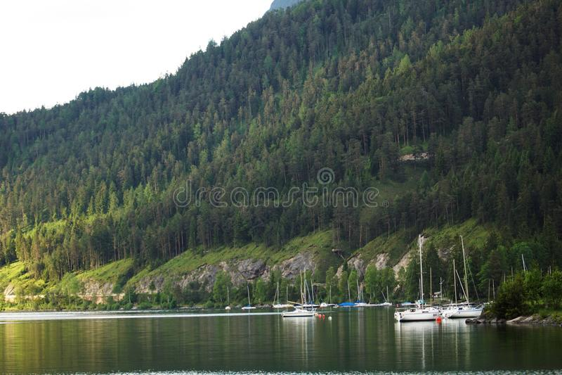 Meerhaven bij het meer stock fotografie