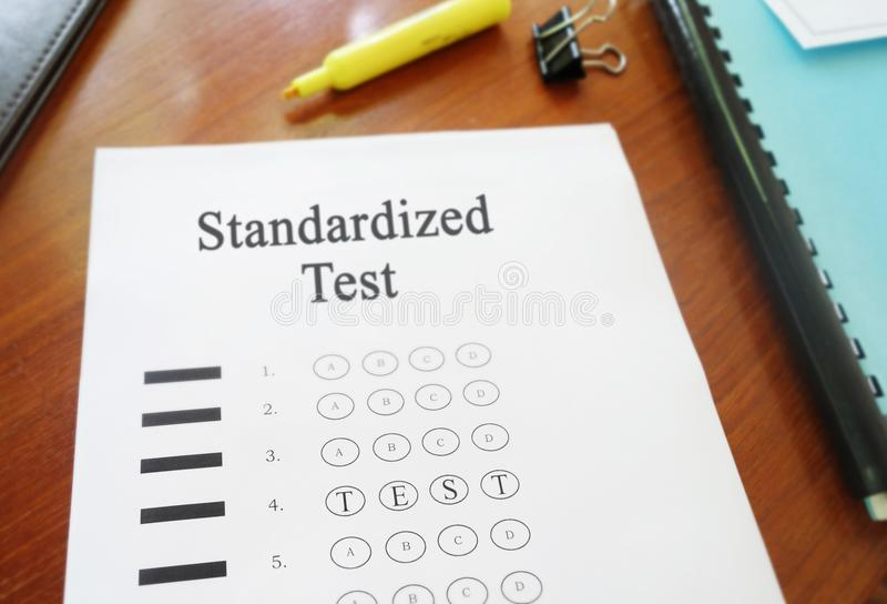 Meerkeuze gestandaardiseerde test stock afbeelding