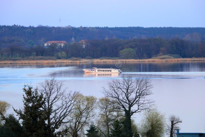 Meerreis met een veerboot in Werder/Havel, Potsdam, Brandenburg in Duitsland royalty-vrije stock afbeelding