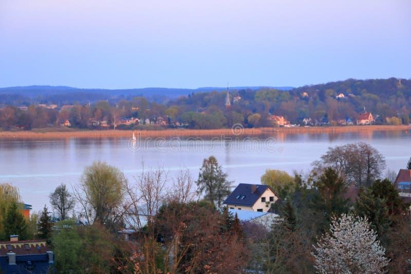 Meerreis met een zeilboot in Werder/Havel, Potsdam, Brandenburg, Duitsland stock fotografie