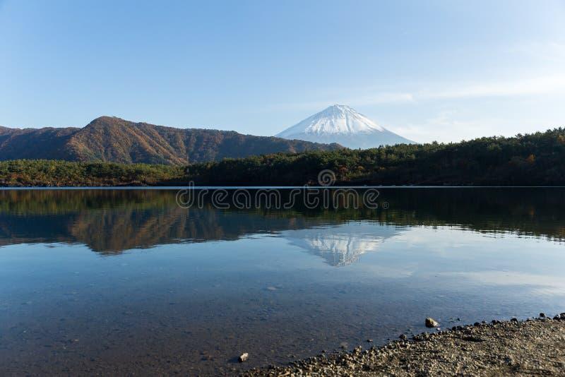 Meersaiko met Fuji-Berg stock afbeeldingen