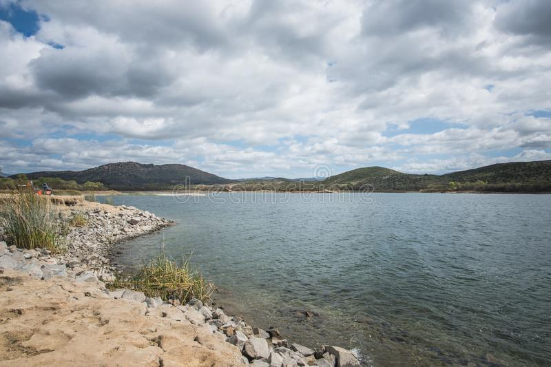 Meervilder Reservoir Recreation Area op een Bewolkte Dag in Temecula, Rivieroeverprovincie, Californië stock foto's