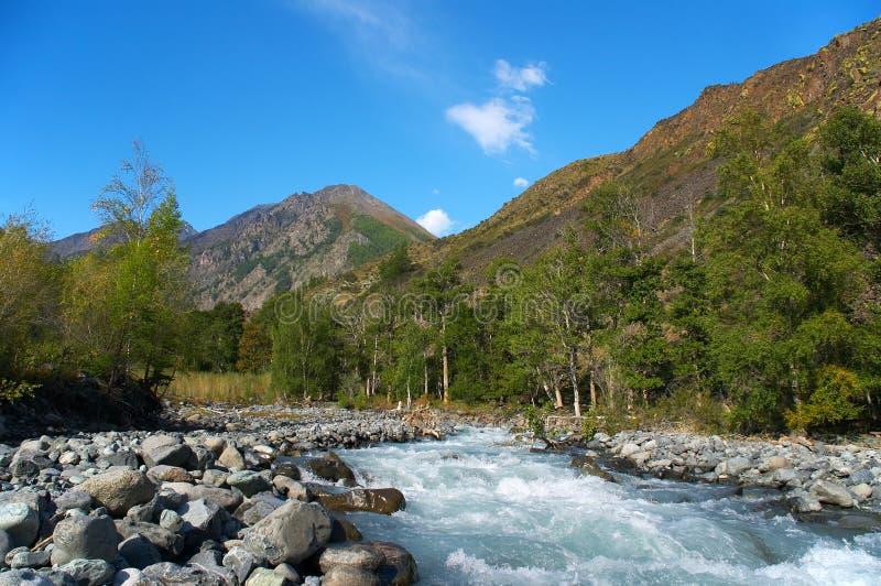 Meeslepende rivier royalty-vrije stock afbeelding