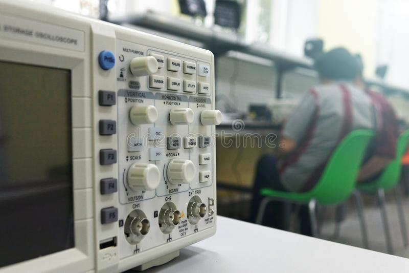 Meetinstrumenten in het technieklaboratorium royalty-vrije stock afbeelding