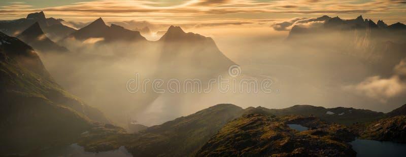 Mefjorden en puesta del sol fotografía de archivo