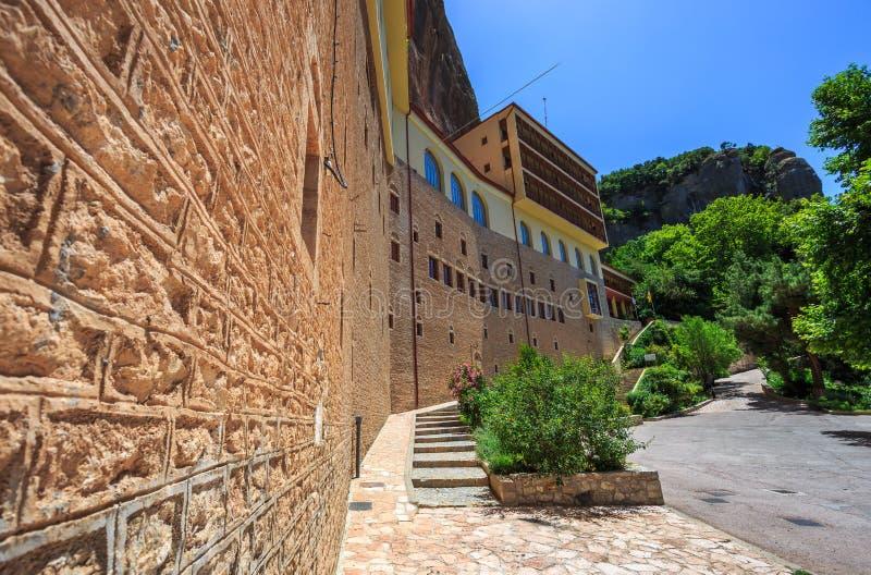 Mega Spileo eller kloster av den stora grottan royaltyfri bild