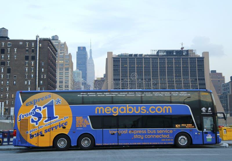 Megabus en Midtown Manhattan fotografía de archivo libre de regalías