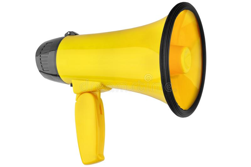 Megafono giallo sul primo piano isolato fondo bianco, sulla tromba rumorosa-hailer o parlare di progettazione dell'altoparlante d immagine stock