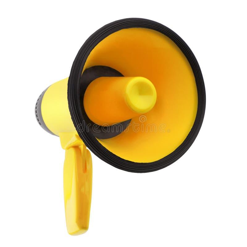 Megafono giallo sul primo piano isolato fondo bianco, sulla tromba rumorosa-hailer o parlare di progettazione dell'altoparlante d immagini stock libere da diritti