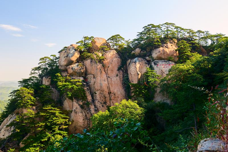 Megalit jako buddhas na górach zdjęcie stock