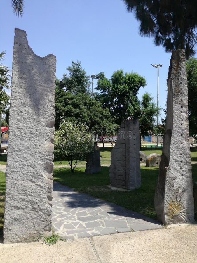 Megalitico-Garten San Sperate Sardinien lizenzfreie stockfotos