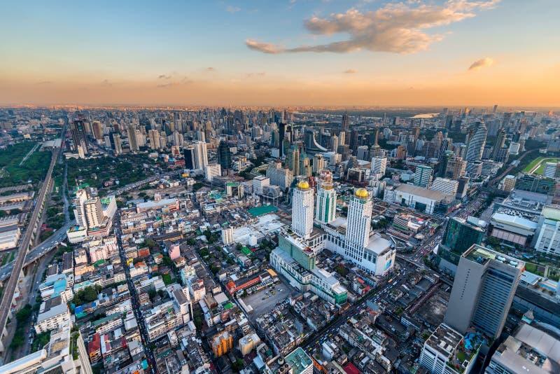 Megapolis podczas zmierzchu, strzela miasto Bangkok od tal zdjęcia royalty free