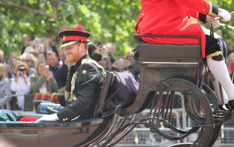 Meghan Markle & för prins Harry materiel, London UK, 8 Juni 2019 - Meghan Markle Prince Harry Trooping färgkungafamiljen arkivbilder