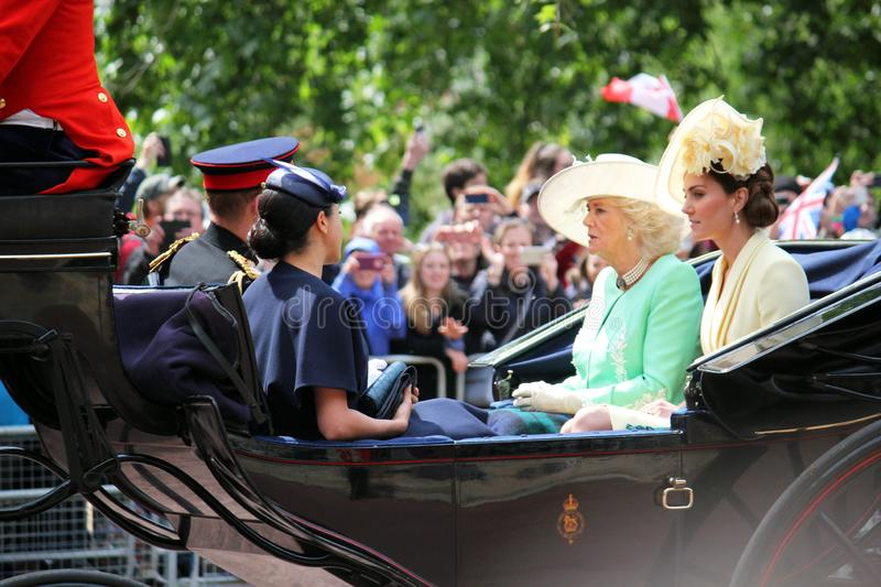 Meghan Markle London UK 8 Juni 2019 - Meghan Markle Kate Middleton Prince Harry Camilla Parker Bowles materielfoto royaltyfri fotografi