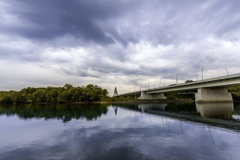 Megyeri Brücke lizenzfreie stockfotos