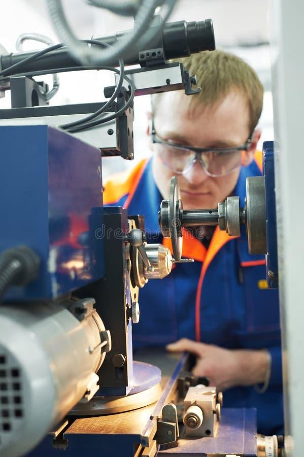 Mehanician Ingenieur bei der Arbeit lizenzfreies stockbild